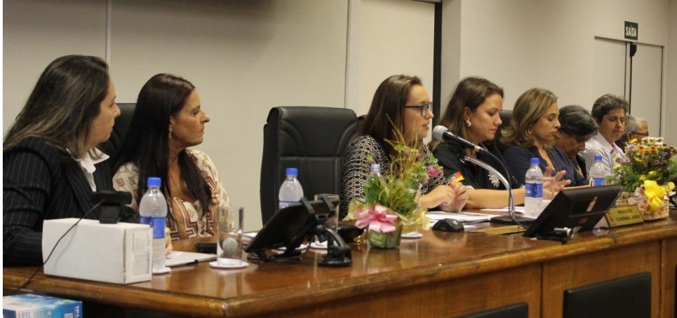 Professora Claudinha Jardim media Mesa-redonda na Câmara de Vereadores