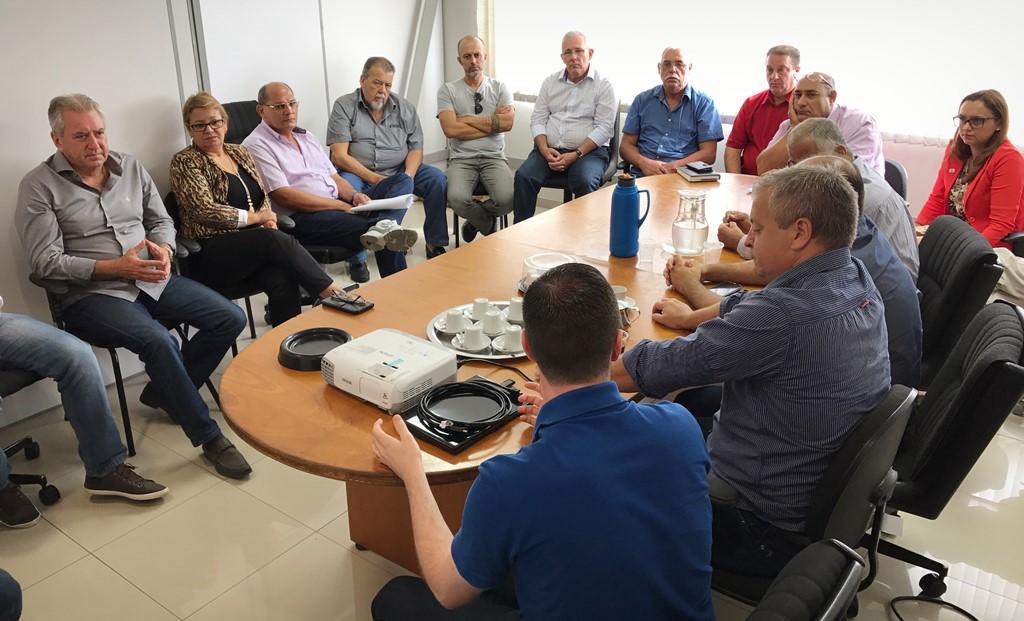 Prefeito apresenta aos Vereadores as alterações no sistema de transporte público de Guaíba