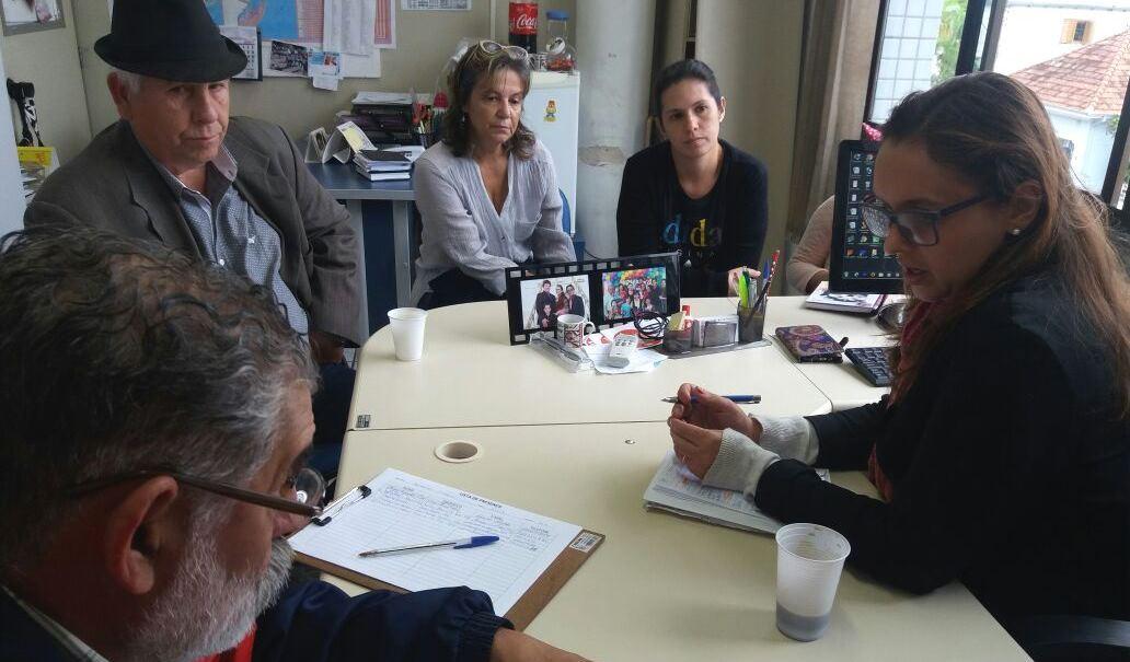 Vereadora Claudinha Jardim recebe lideranças comunitárias em seu gabinete