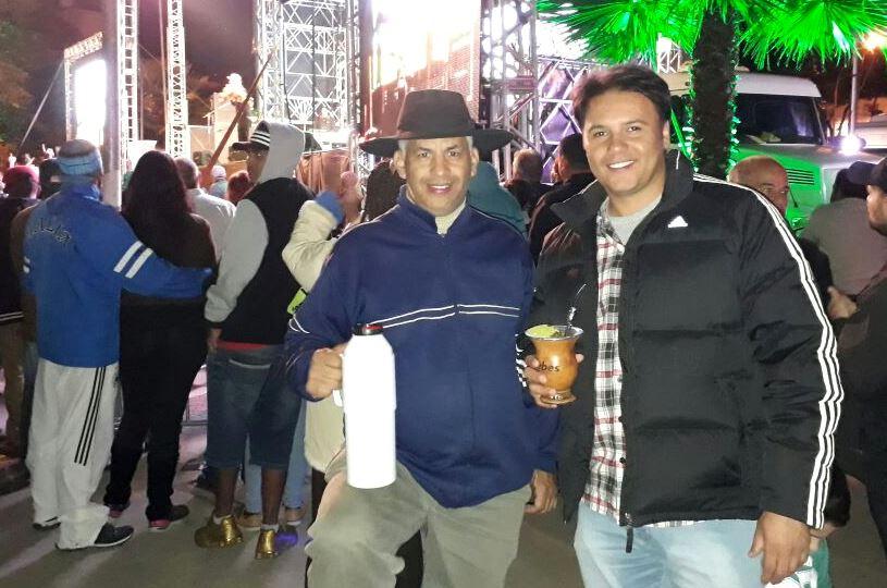 Vereadores Manoel Eletricista e Juliano Ferreira participam de atividades na Praça da Bandeira