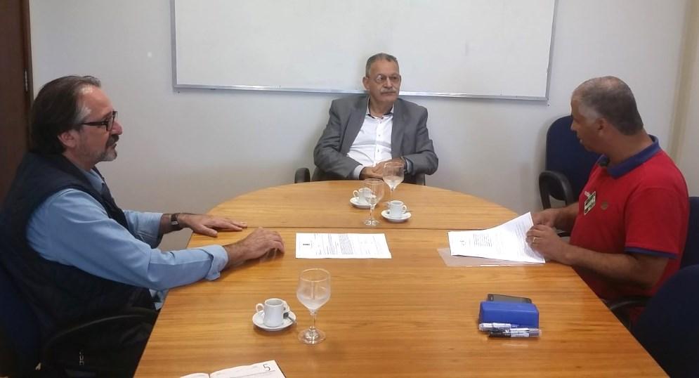 Vereador Manoel Eletricista reúne-se com Diretores da CMPC