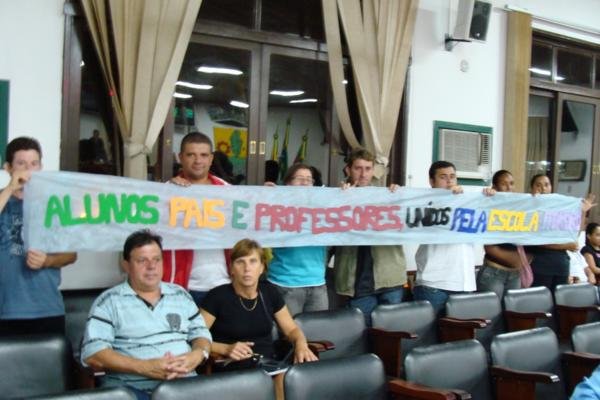 Alunos do Itororó solicitam intercessão dos vereadores