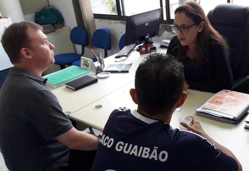 Representantes de Associação dialogam com a Professora Claudinha Jardim