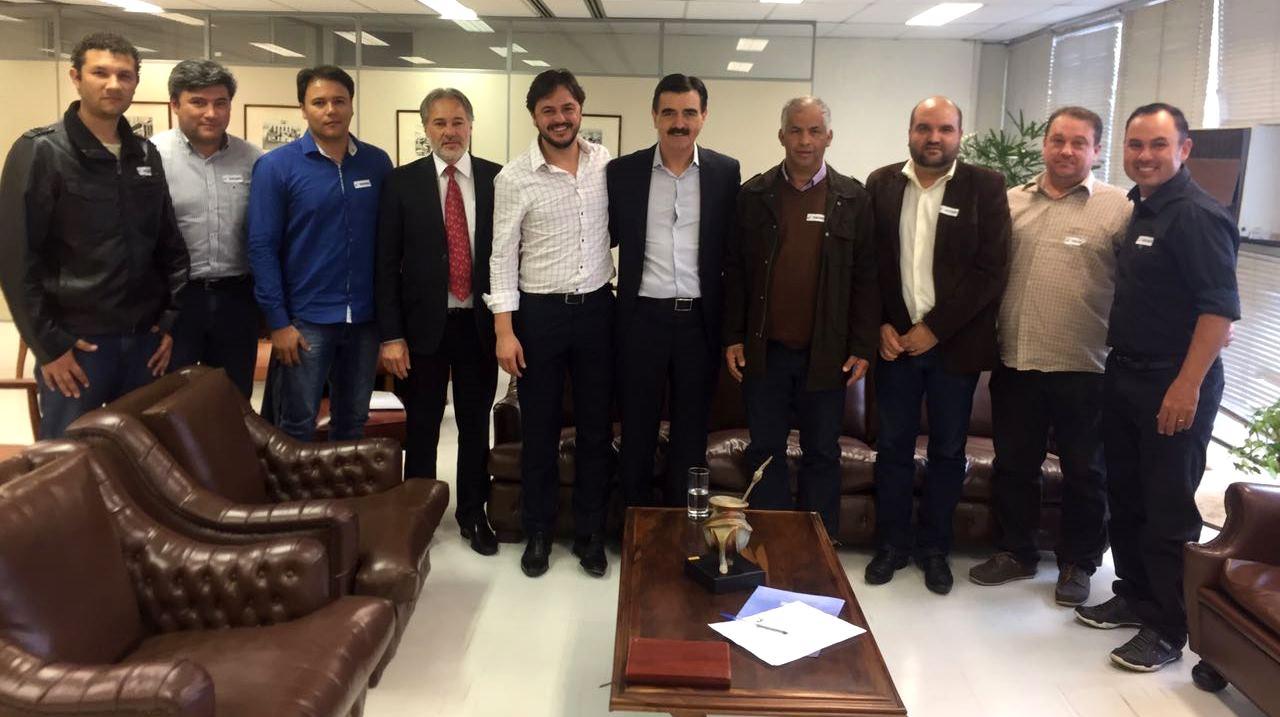 Vereadores integrantes da Frente Parlamentar Pró-regularização Fundiária reúnem-se com o Presidente do IPE