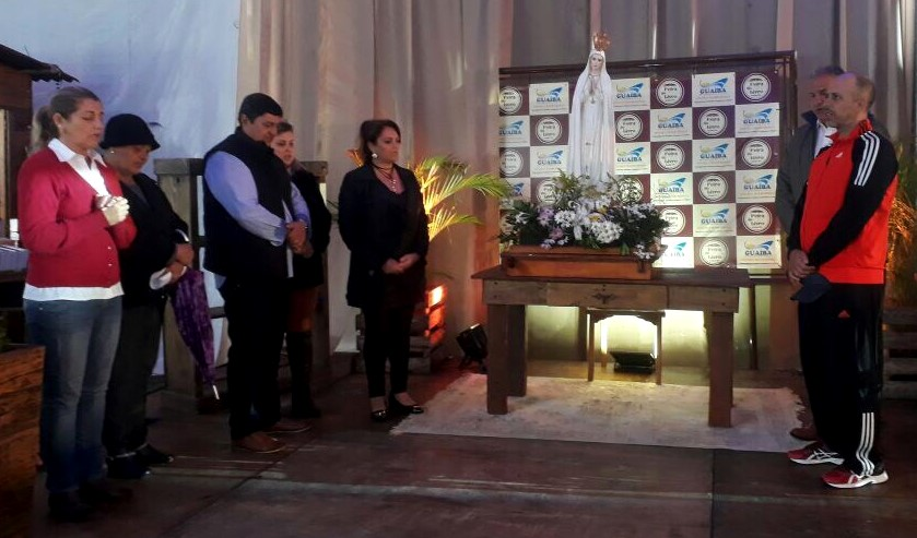 Imagem de Nossa Senhora de Fátima passa por Guaíba, durante a Feira do Livro