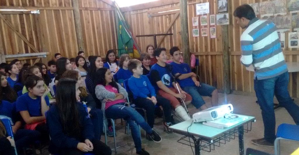 Vereador Juliano Ferreira realiza palestra sobre bullying na escola