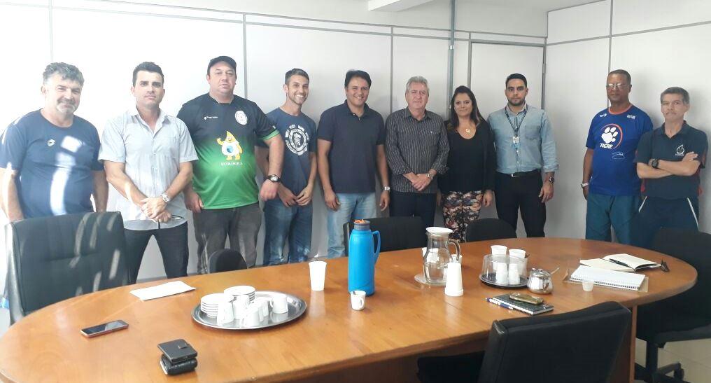 Vereador Juliano Ferreira viabiliza reunião entre Prefeito e Associação Esportiva