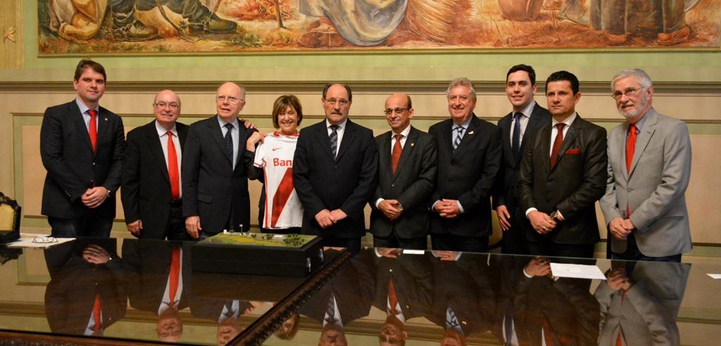 Presidente do Legislativo e Vereadores participam da solenidade de entrega da licença para instalação do Centro de Treinamento do Sport Club Internacional em Guaíba