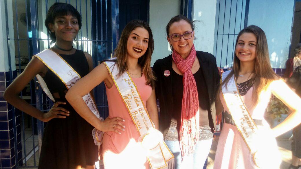 Professora Claudinha Jardim participa do júri da Mais Bela Comunitária