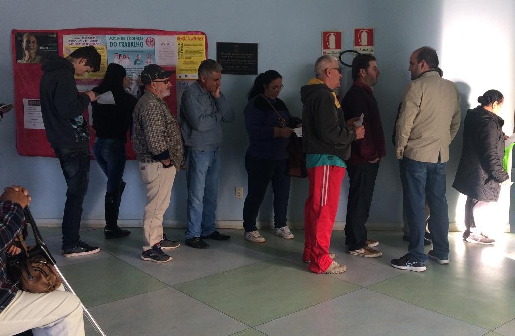 Vereador Miguel visita posto de Saúde no bairro Bom Fim