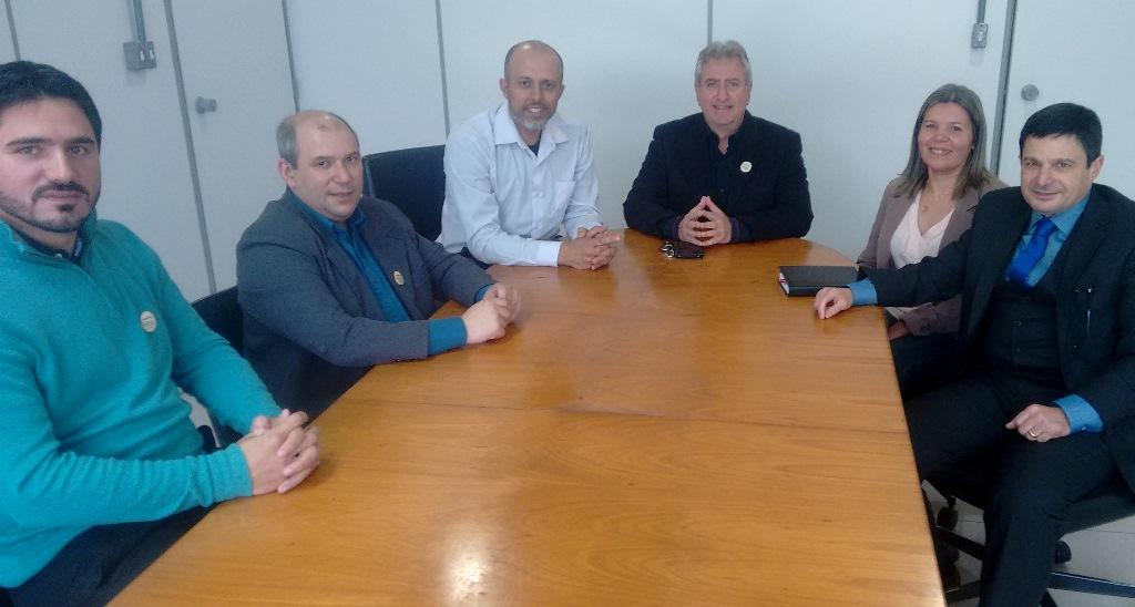 Vereador Everton da Academia acompanha representantes da Clínica Nefrológica em visita ao Executivo