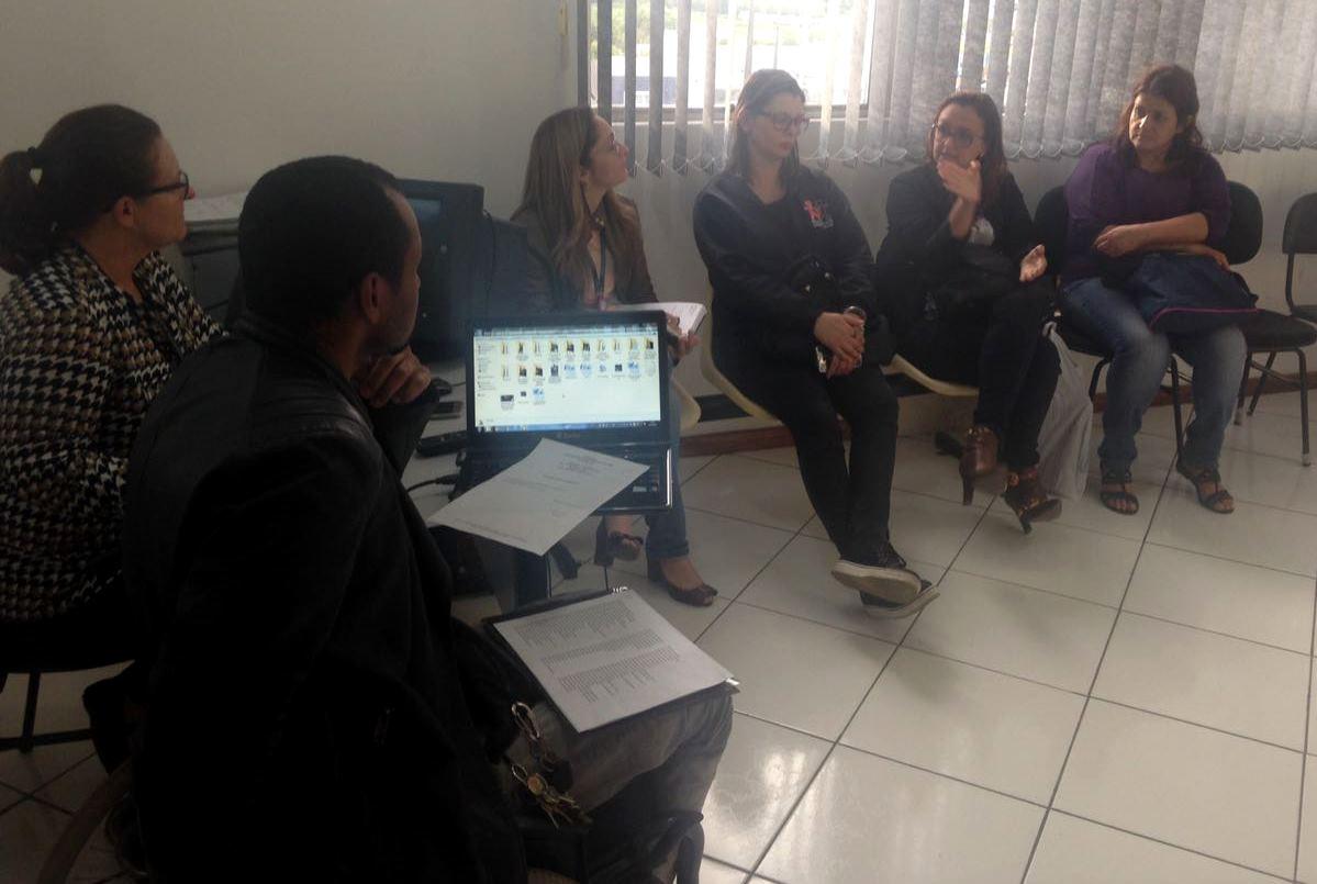 Professora Claudinha Jardim participa de reunião do Comusa