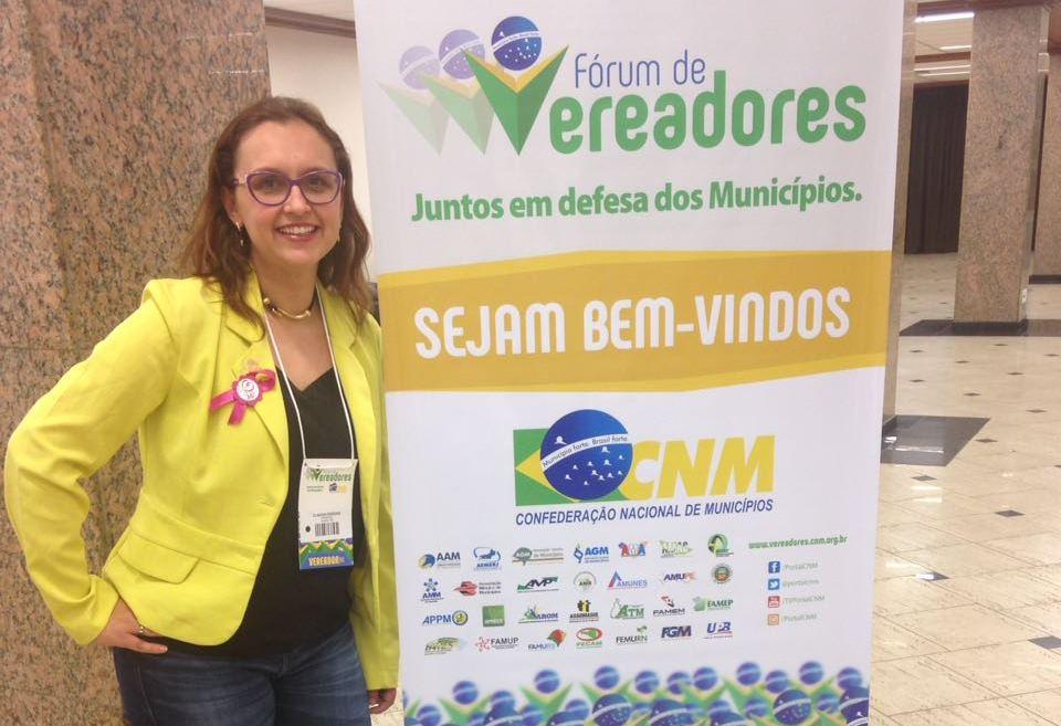 Professora Claudinha Jardim participa de Fórum de Vereadores na Capital