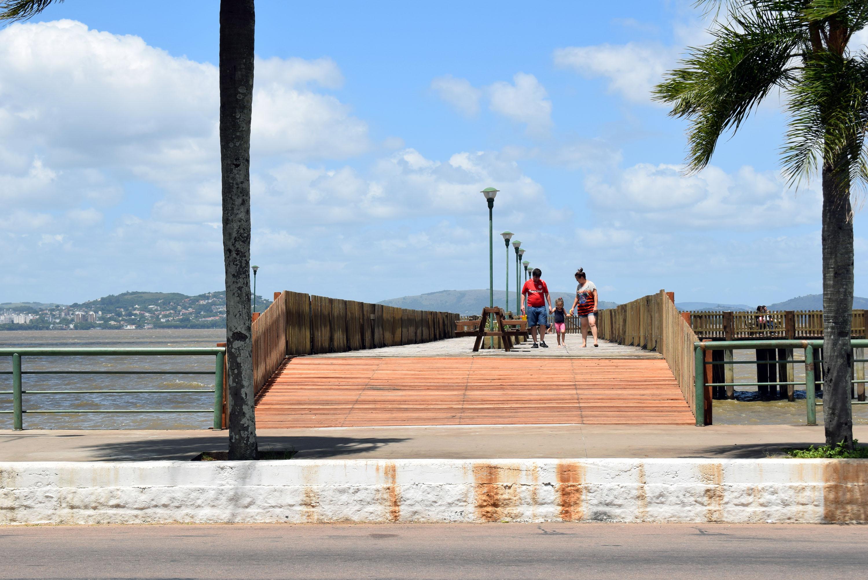 Píer da Beira é reformado e adaptado para recebimento de cadeirantes após solicitação da Vereadora Fernanda Garcia