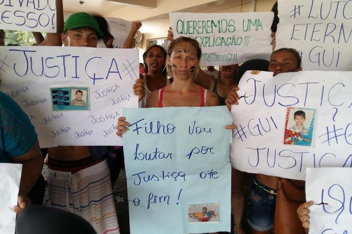 Vereador Ale Alves participa de manifesto pela saúde após morte de criança no Hospital Regional