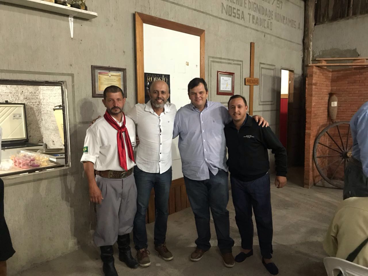 Vereador Everton da Academia prestigia jantar no CTG Cruzeiro do Sul