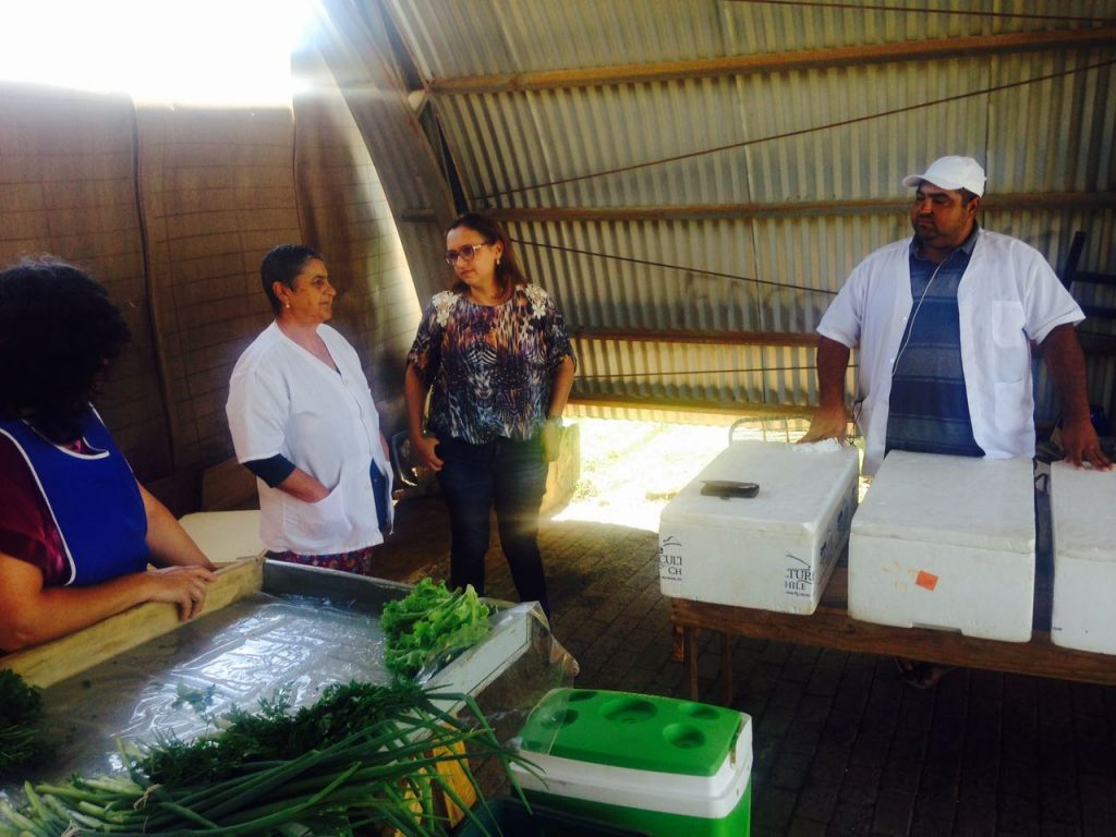 Vereadora Claudinha Jardim visita a Feira do Produtor Rural do bairro Columbia City