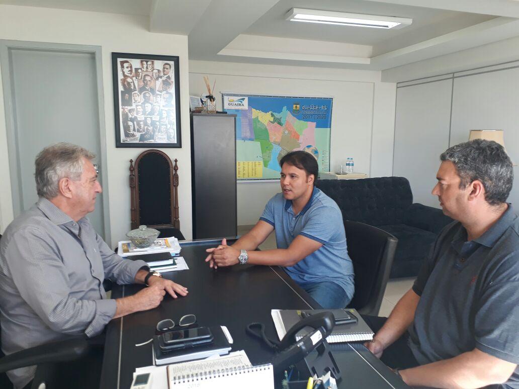 Vereador Juliano Ferreira reúne-se com o prefeito e o secretário de Obras