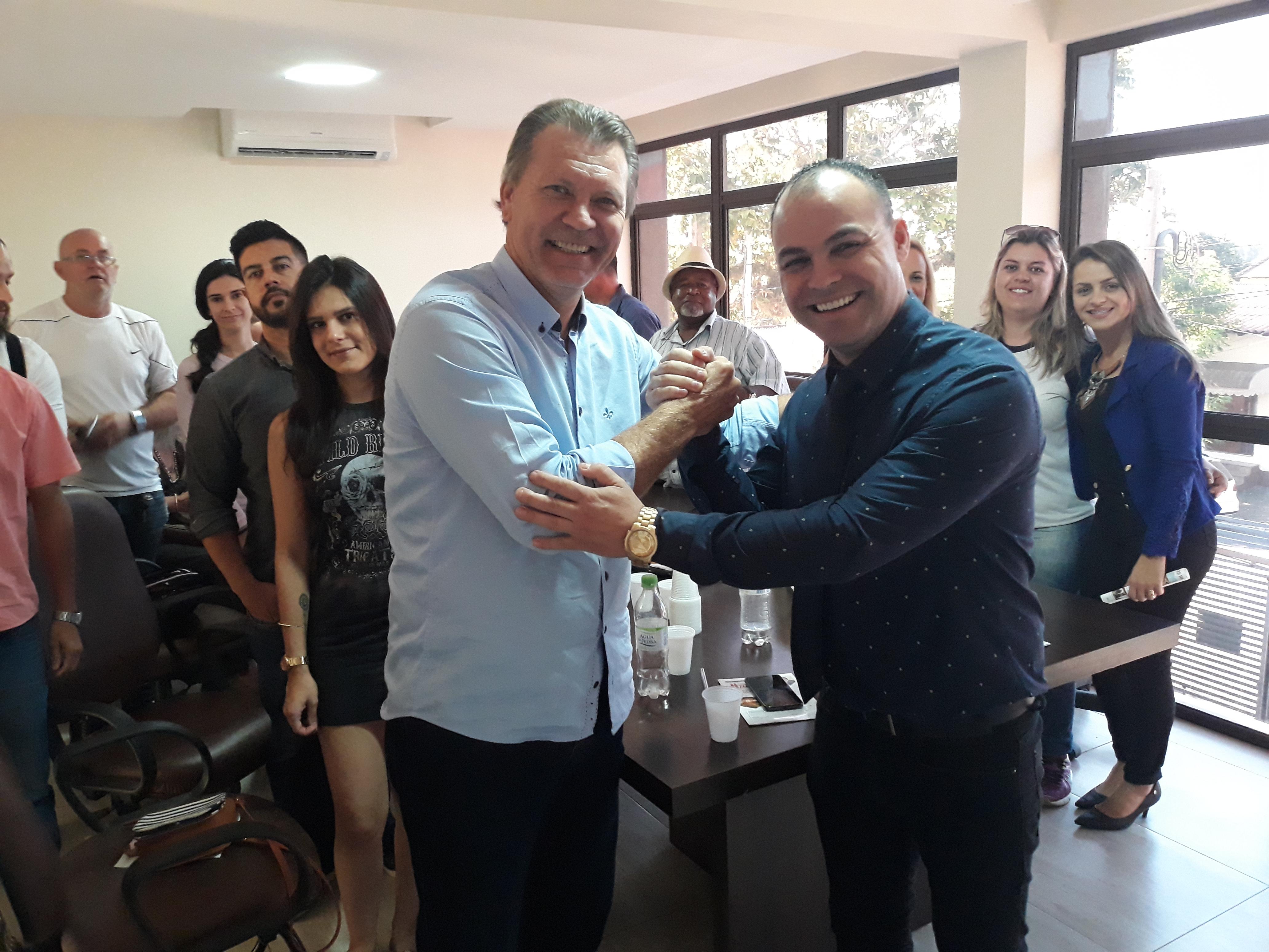 Vereador Alex Medeiros recebe visita do deputado Afonso Hamm