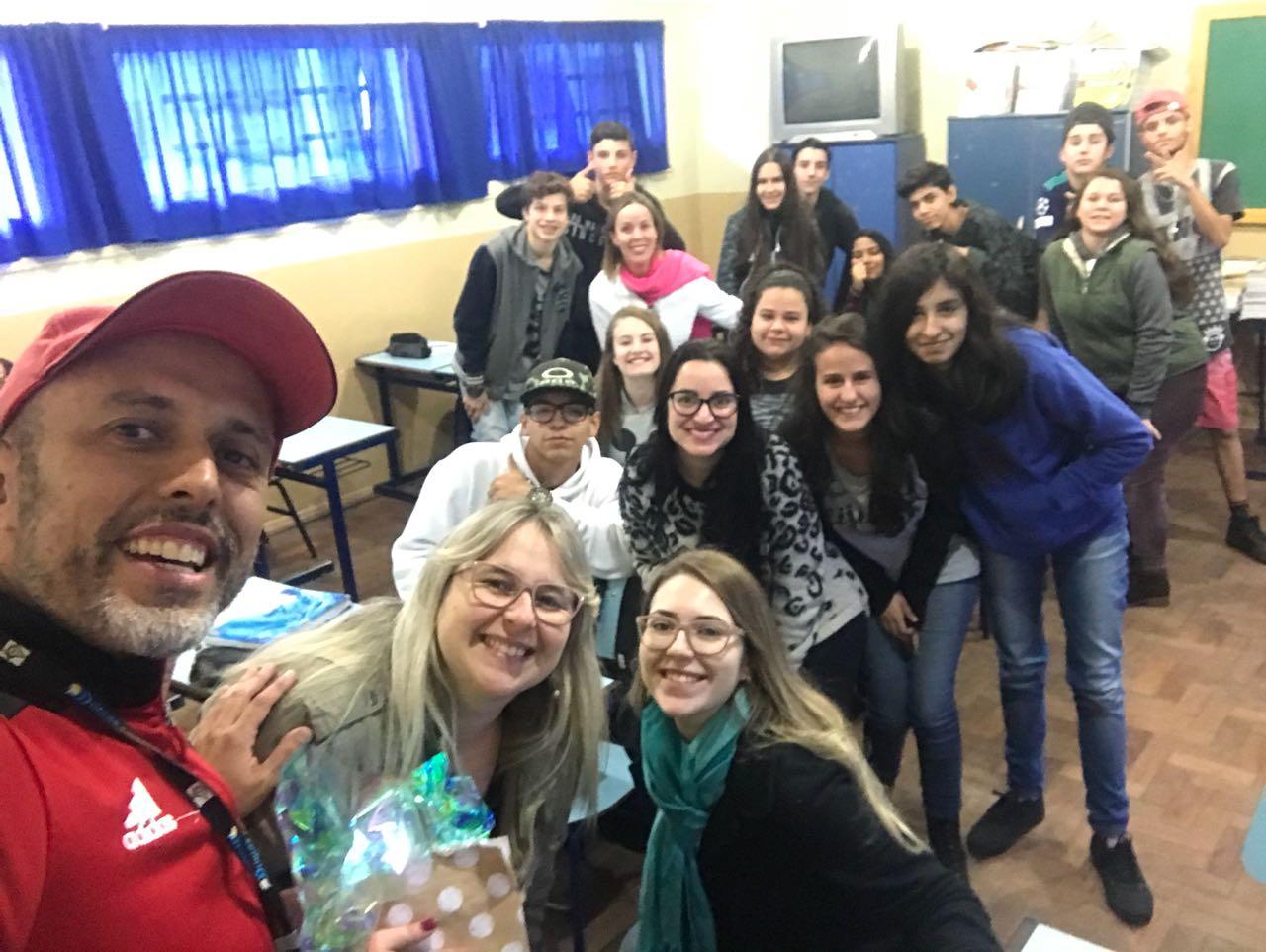 Everton da Academia palestra na escola Anita Garibaldi