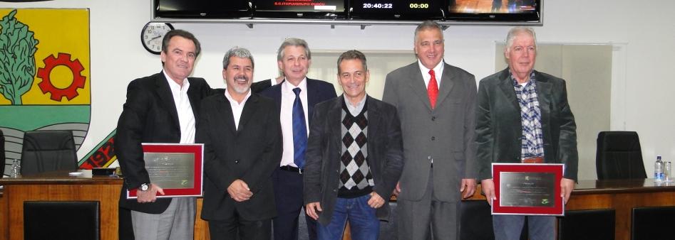 Itapuí e Grupo Guaçu são homenageados pelo Legislativo