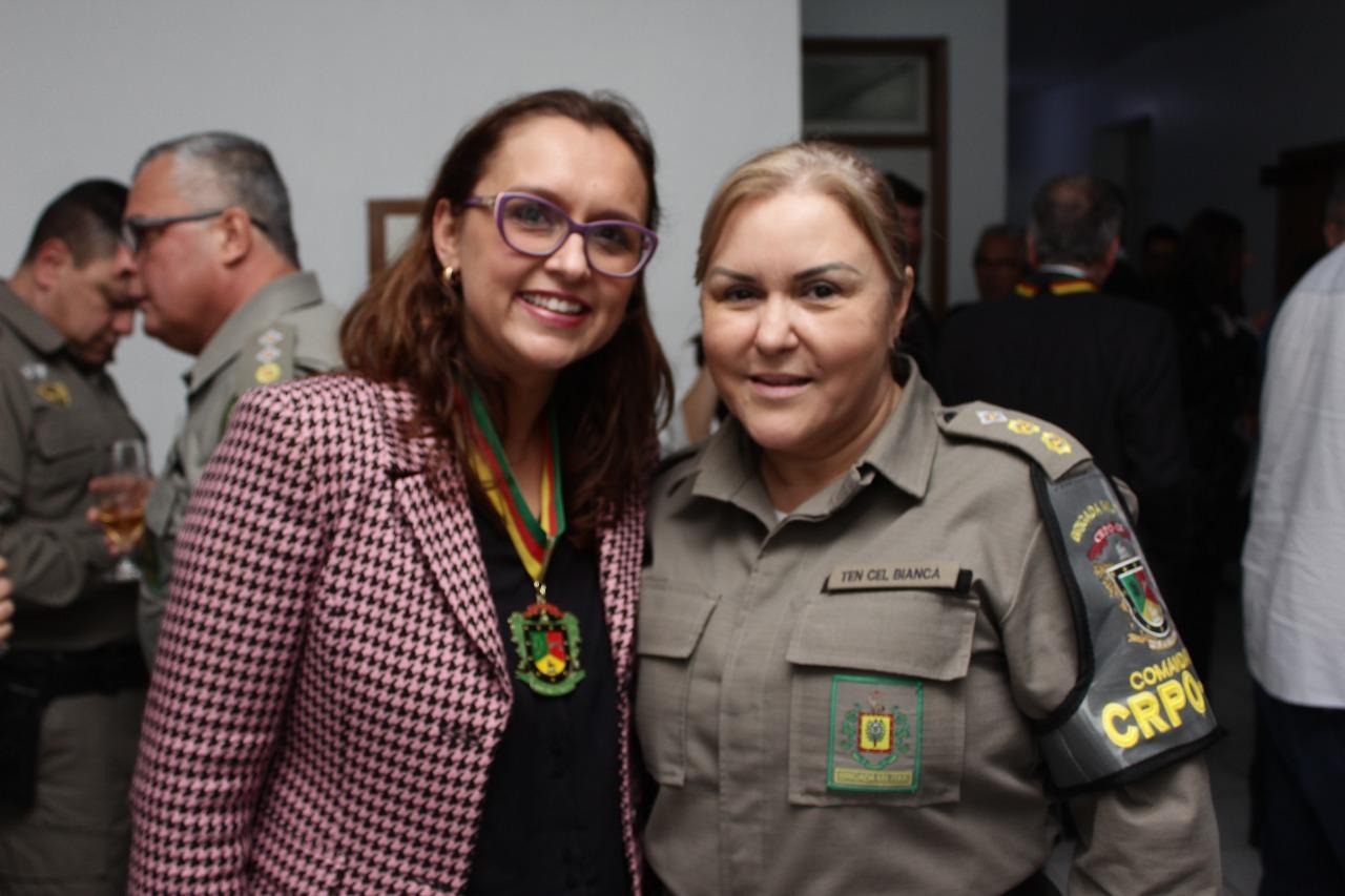 Vereadora Claudinha Jardim recebe Comenda Berço da Revolução Farroupilha