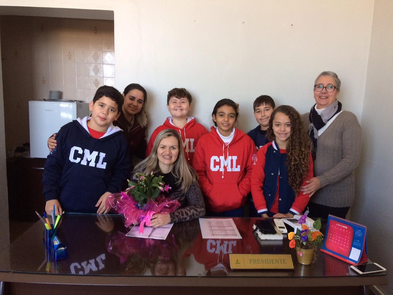 Vereadora Fernanda Garcia recebe estudantes do colégio Martinho Lutero