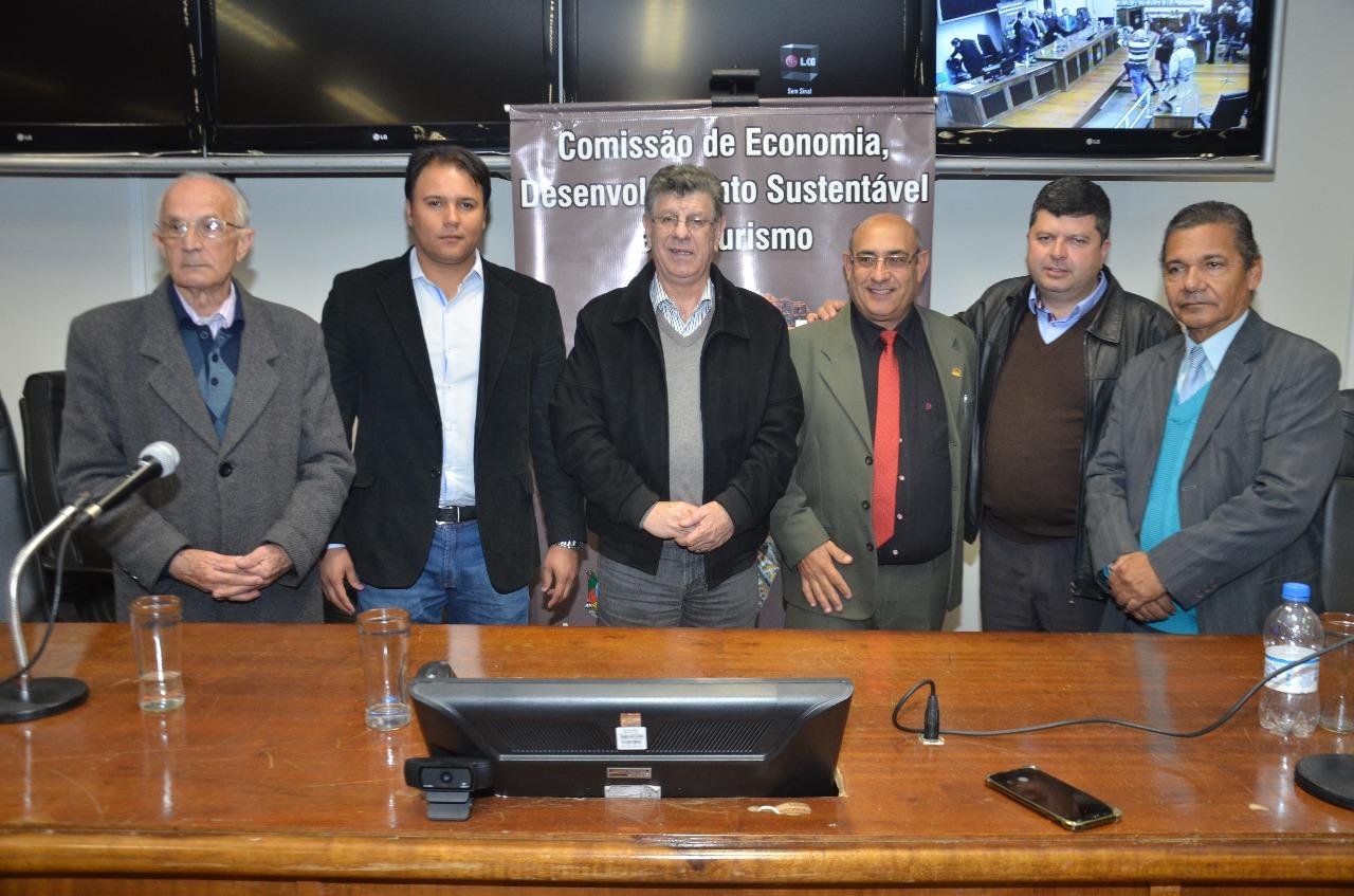 Comissão de Economia, Desenvolvimento Sustentável e Turismo da Assembleia Legislativa realiza audiência pública sobre pedágios na Câmara de Vereadores