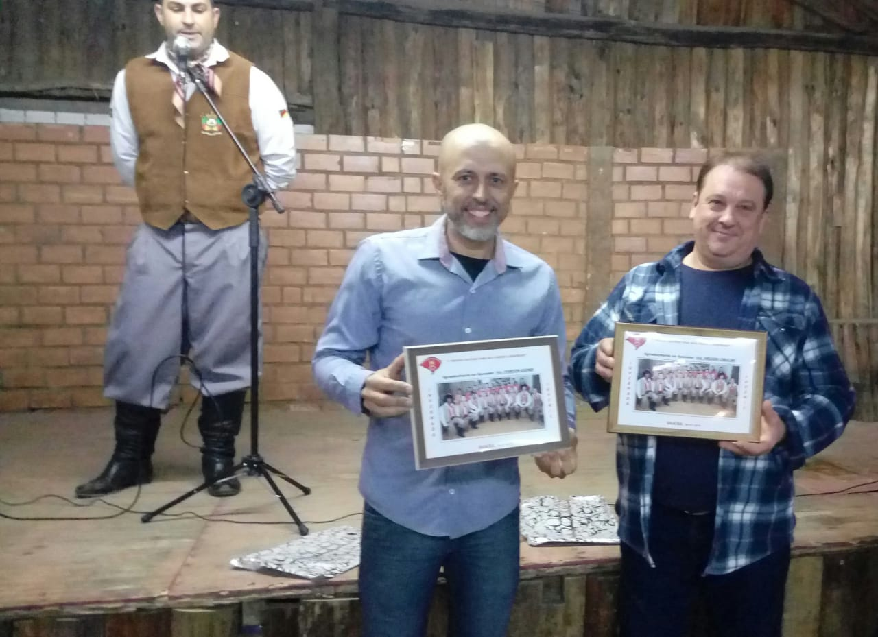 CTG República Riograndense homenageia os vereadores Nelson do Mercado e Everton da Academia