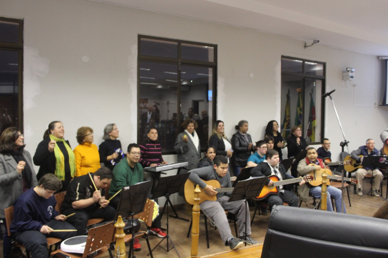 Câmara Municipal é palco de apresentação da Banda do Barulho, dentro da programação da II Semana Municipal da Pessoa com Deficiência