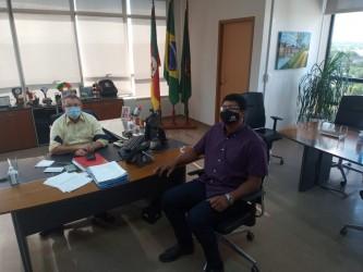 Vereador Tiago Silveira se reúne com prefeito Ary Vanazzi
