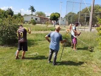 Praça é revitalizada pela comunidade e tem apoio do vereador Falcão