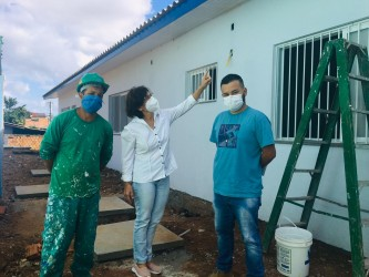 Iara Cardoso acompanha reforma  do posto de saúde Cohab Duque