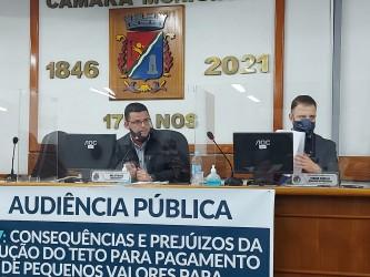 Vereadores de oposição tentam derrubar projeto que prevê suposto calote em servidores e credores da administração pública