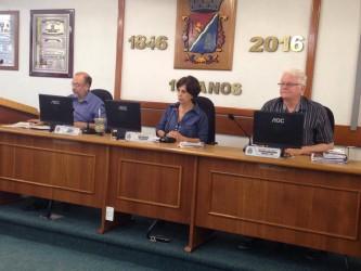 Iara Cardoso convoca prefeito para sessão na Câmara