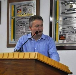 Fabiano Haubert protocola dois projetos de lei