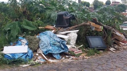Vereador Arthur Schmidt - descarte irregular de lixo nos bairros São Cristóvão e Campestre