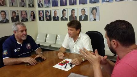Ary Moura recebe demanda da população em seu gabinete