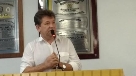 Ary Moura participa de protestos e destaca momento político