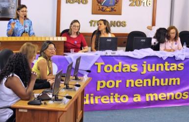 """Relatos das participantes no seminário sobre a """"Representação Feminina na Política"""" emocionam as mulheres de São Leopoldo"""