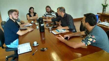 Dudu Moraes participa de reunião com organizadores da seletiva estadual de skate, que será realizada em São Leopoldo