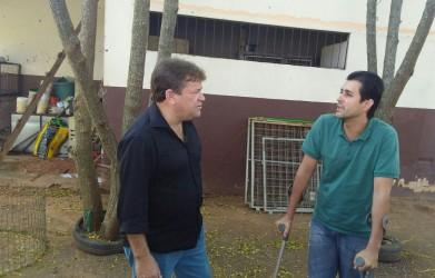 Ary Moura visita Canil Municipal e cobra posições de vereadores