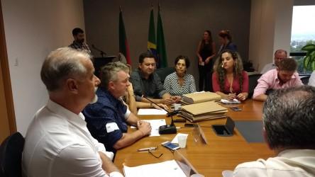 Vereadora Iara Cardoso acompanha divulgação de auditoria