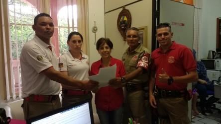 Iara Cardoso recebe comissão de bombeiros civis