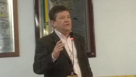 Ary Moura presta homenagem a Cláudio Timm