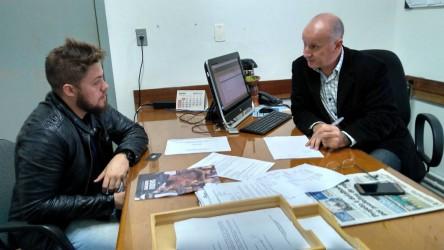Dudu Moraes visita Hospital Centenário para fiscalizar atendimento e se reúne com diretor Nelson Piovesan