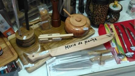 Ana Affonso afirma que o machismo está em todos os lugares e cita artefato exposto em vitrine de loja de produtos tradicionalistas