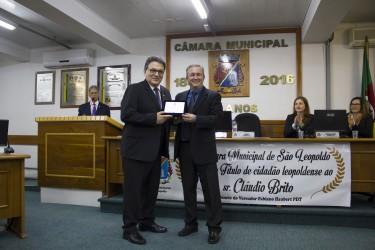 Cláudio Brito recebe título de Cidadão Leopoldense