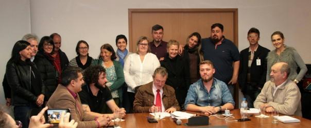 Prefeito Vanazzi sanciona lei das hortas comunitárias, familiares e escolares, de autoria do vereador Dudu Moraes