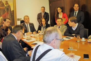 Ana Affonso faz articulação para envolver as principais lideranças política do estado na audiência pública sobre o Hospital Centenário